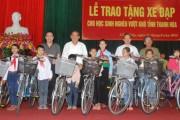 Trao tặng học sinh nghèo hiếu học tỉnh Thanh Hóa 100 xe đạp
